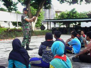 Bangun Cinta Tanah Air, Babinsa Bangkalan Giat Tanamkan Wasbang di Sekolah