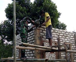 Koramil Konang Bersama Masyarakat Bangun Musholla di Kanigara Bangkalan_1