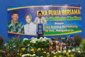 Wali Kota Madiun H. Bambang Irianto, SH, MM dengan keluarga yang kurang beruntung 1