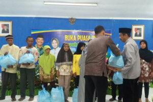 Wali Kota Madiun H. Bambang Irianto, SH, MM dengan keluarga yang kurang beruntung 2