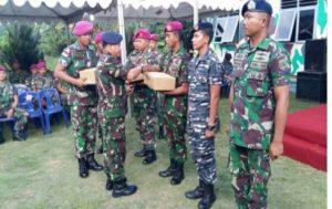 05 PENYERAHAN BINGKISAN LEBARAN PANGLIMA TNI OLEH (2)