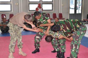 28 TINGKATKAN KEMAMPUAN SELF DEFENSE, PRAJURIT TNI AL  PELAJARI (1)
