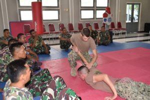 28 TINGKATKAN KEMAMPUAN SELF DEFENSE, PRAJURIT TNI AL  PELAJARI (2)