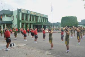 Anggota Makorem 081DSJ Dan Satdisjan Wilayah Madiun Jaga  Stamina Dengan Lari Aerobic (2)