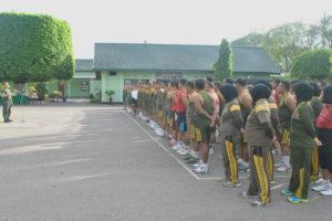Anggota Makorem 081DSJ Dan Satdisjan Wilayah Madiun Terima  Jam Komandan (3)