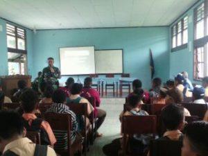 B.03 Cegah Penyalahgunaan Dan Pengedaran Narkoba, Satgas Pamtas Yonif 516 CY Gelar Sosialisasi Di Sekolah (4)