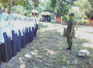 Babinsa Koramil 01 Kota Latih PBB Siswa SMK YANNAS  Bangkalan