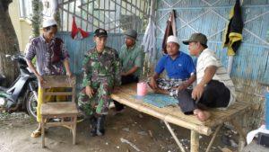 Babinsa Koramil 06 Tanah Merah  Komsos Dengan Tokoh Masyarakat
