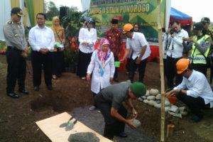 Peletakan Batu Pertama (Down Breaking) Pembangunan Gedung  Fakultas Tarbiyah Kampus II STAIN Ponorogo 3