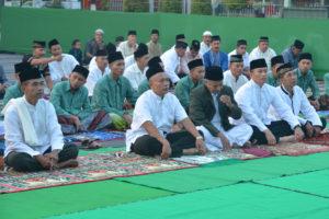 Sholat Idhul Fitri di Halaman Makorem 081 (1)