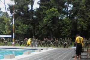 Uji Ketangkasan Renang Dasar Militer  Pra UKP 1 April 2017  c