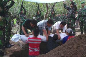 Upacara Pemakaman Secara Militer Anggota Kodim 0804Magetan  (2)