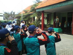Wadanramil Krembangan Bekali Materi Wasbang Pada Murid Baru SMPN 2 Surabaya 11