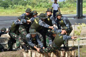 05 PANGARMATIM TEMBUS DELAPAN RINTANGAN OUTBOND TNI AL   (2)