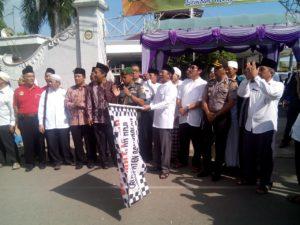 1. Dandim Menghadiri Pelepasan CJH Kabupaten Bangkalan Tahun 1437 H  2016 M b