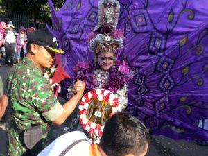 1. HUT RI ke 71, Dandim dan Bupati Bangkalan Bupati Lepas Pawai Karnaval b