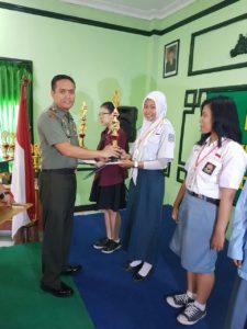 1. Komsos Kreatif Kodim 0830, SMA Stella Maris Raih Juara Baca Puisi dan Paduan Suara b