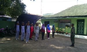 2. Babinsa Kodim 0829 Bangkalan, Latih Paskibraka di wilayah Tugas (2)
