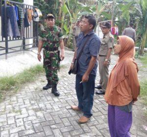 3. Babinsa Bersama Petugas Muspika Kecamatan Benowo Gelar Yustisi KTP