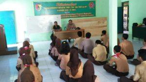 3. Babinsa Koramil Tandes, Latih SMK Darma Bahari Surabaya