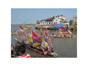 300816 lomba perahu hias-3