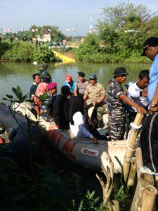 8. Kodim Bangkalan Bersama Lanal Batuporon Gelar Lomba Dayung Rubber Boat (1)