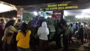 ANTUSIASE MASYARAKAT JOMBANG PADA ALUSTISTA TNI-AD-5