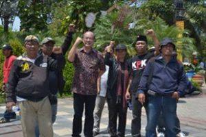 ASM (Arek Suroboyo Menggugat) Berorasi di Gedung Grahadi Surabaya 5