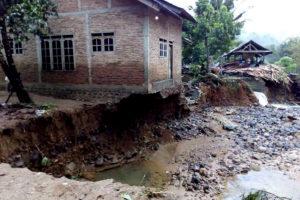 Banjir Bandang di Pacitan JPG 2