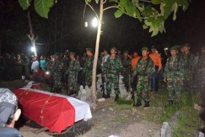 Dandim 0804Magetan Pimpin Pemakaman Praka Anumerta Wahyudi  4