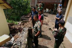 Dandim 0806Trenggalek Bencana Tanah Longsor Di Wilayah  Bendungan Trenggalek 2