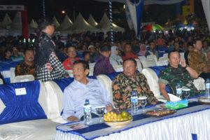 Danrem 081DSJ Hadiri Sosialisasi Keaslian Uang Rupiah   Dan Pagelaran Wayang Kulit Di Alon-Alon Kota Madiun (1)
