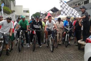 Fun Bike Peringati HUT Hotel Aston  ke-2 dan  HUT  Kemerdekaan RI ke-71 tahun 2016 Di Kota Madiun 5
