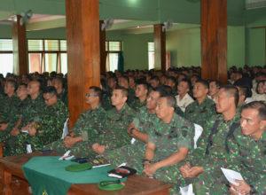 Jam Komandan Di aula (1)