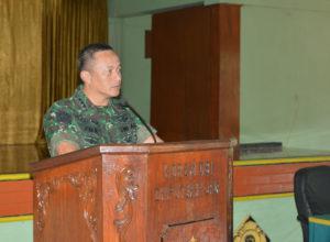 Jam Komandan Di aula (2)