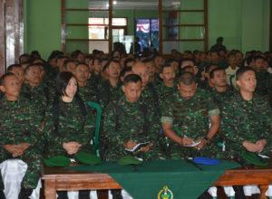 Jam Komandan Di aula (3)