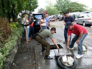 Jumat Bersih Kolaborasi Camat Dan Danramil Rungkut 5