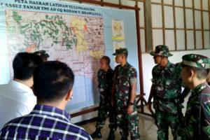 KASDAM V.BAWIJAYA TINJAU ASET TNI-AD DI PERKEBUNAN  KALIGENTONG TULUNGAGUNG 1 7