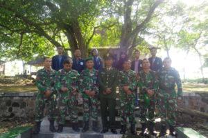 Koramil 080410 Kawedanan Melaksanakan Upacara Ziarah Makam  Pahlawan di Monumen Pancasila Kel. Rejosari Kec. Kewedanan 5