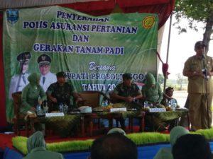 Motivasi Petani, Danrem Beri Gelar Gerakan Tanam Padi dan Penyerahan Polis Pertanian di Probolinggo b