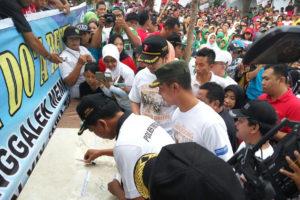 Pencanangan Kampung Anti Narkoba  Dan Mlaku Bareng  bersama Staf Kemenpora Di Trenggalek 4