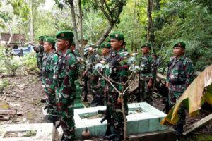 Suasana Duka Warnai Pemakaman Secara Militer Jenazah  Almarhum Serda Bambang Supriyanto Di Ngawi 3