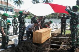 Upacara Pemakaman Secara Militer Mantan anggota Kodim 0806 Trenggalek 1
