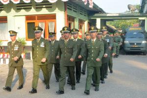 UpacaraDanrem 081.DSJ Pimpin Upacara HUT RI ke 71 Di  Makorem (2)