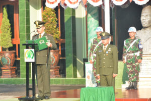 UpacaraDanrem 081.DSJ Pimpin Upacara HUT RI ke 71 Di  Makorem (7)