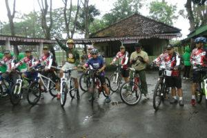 bersepeda sambil melihat panen (3)