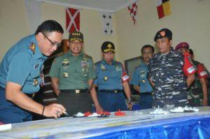 03 PANGLIMA TNI TINJAU PERSIAPAN KOGASFIB DALAM PUNCAK   LATIHAN ARMADA JAYA XXXIV  2016 (2)
