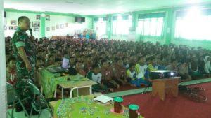 1-ratusan-siswa-sman-11-surabaya-digembleng-koramil-semampir-materi-bela-negara-4