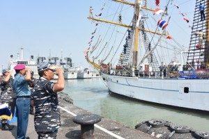 10-pangarmatim-lepas-pelayaran-asean-cadet-sail-2016-5-300x200