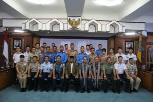12-asean-cadet-sail-2016-bersama-kri-dewaruci-tiba-di-lombok-3